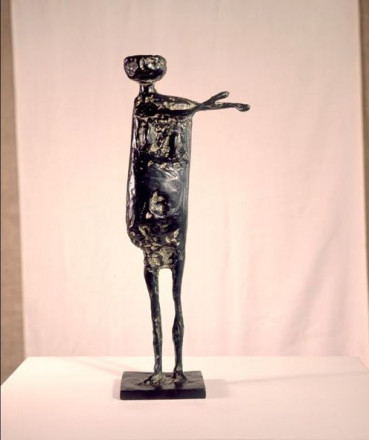 STANDING FIGURE WITH ARMS SIDEWAYS
