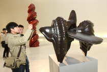 Tony Cragg at the Central Academy of Fine Art, Beijing