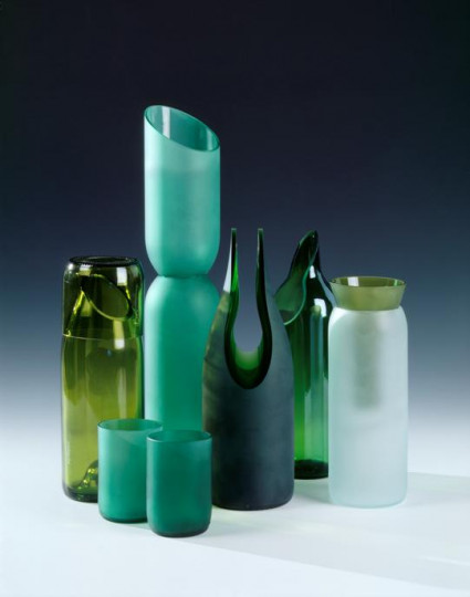 CLEAR OLIVE CARAFE AND GLASS