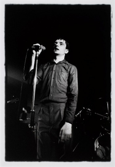 IAN CURTIS.  JOY DIVISION.  THE FACTORY, HULME, MANCHESTER.  13 JULY 1979